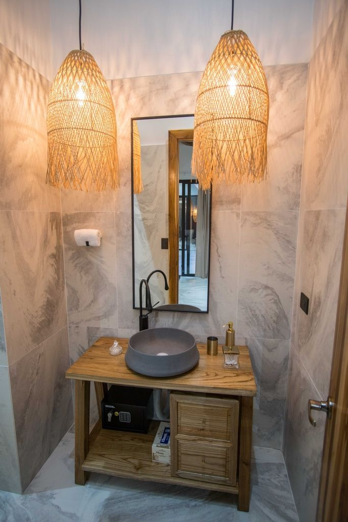 Gold Room en suite bathroom